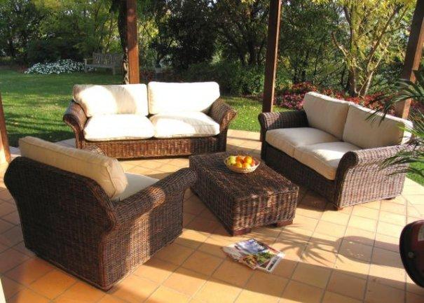Salotto in croco rattan con divano 2p outlet mobili etnici for Salotto giardino offerta