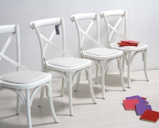 Sedia shabby bianca mobili etnici shabby chic provenzali for Sedie di legno bianche