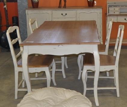 Tavolo provenzale bianco decapato mobili provenzali shabby for Bianco e dintorni arredamento provenzale