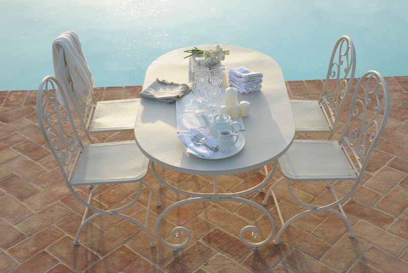Tavolo provenzale bianco ferro battuto outlet mobili etnici - Tavolo in ferro battuto da giardino ...