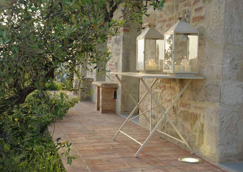 Tavolo pieghevole ferro bianco tavoli pieghevoli giardino for Salotti in ferro battuto per esterni