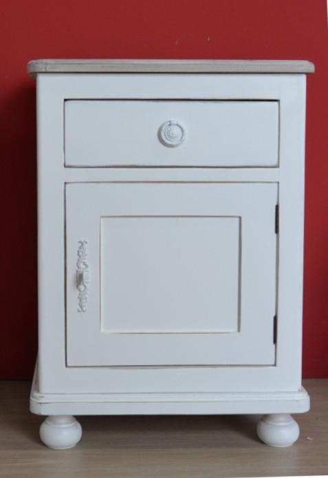 Comodino provenzale bianco shabby chic comodini legno - Tavoli bianchi decapati ...