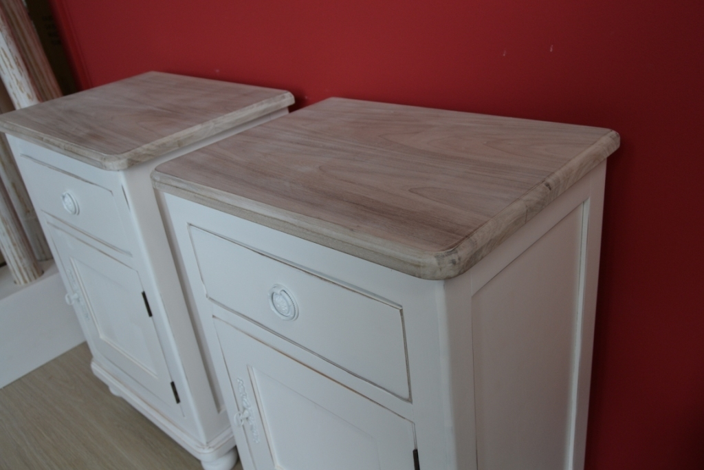 Comodino provenzale bianco shabby chic comodini legno for Cassettiere shabby
