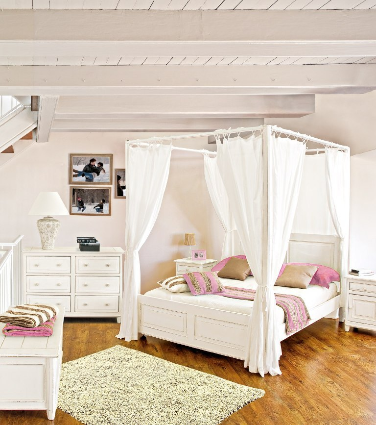 letto a baldacchino bianco mobili etnici provenzali shabby chic. Black Bedroom Furniture Sets. Home Design Ideas