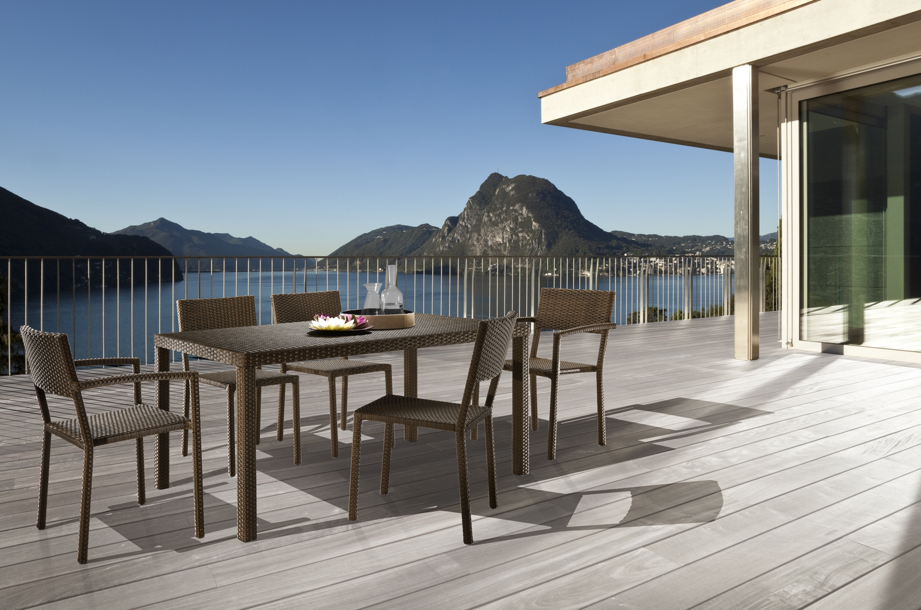 Outlet tavoli e sedie milano eiffely tavolo quadrato for Mobili da giardino milano