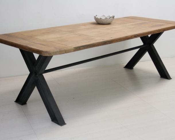 Tavolo legno naturale base ferro etnico outlet mobili etnici for Tavolo legno e ferro