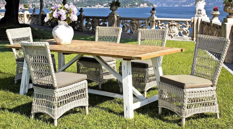 Set tavolo e poltrone per esterno for Poltrone giardino