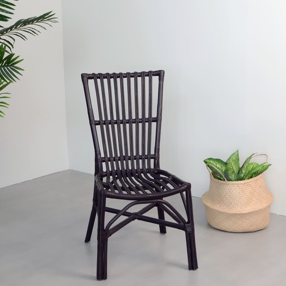Sedia nera bamb e rattan sedie etniche for Sedia a dondolo bambu