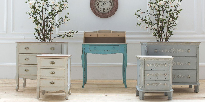Comodini provenzali shabby chic sconti online su etnico outlet for Mobili outlet online